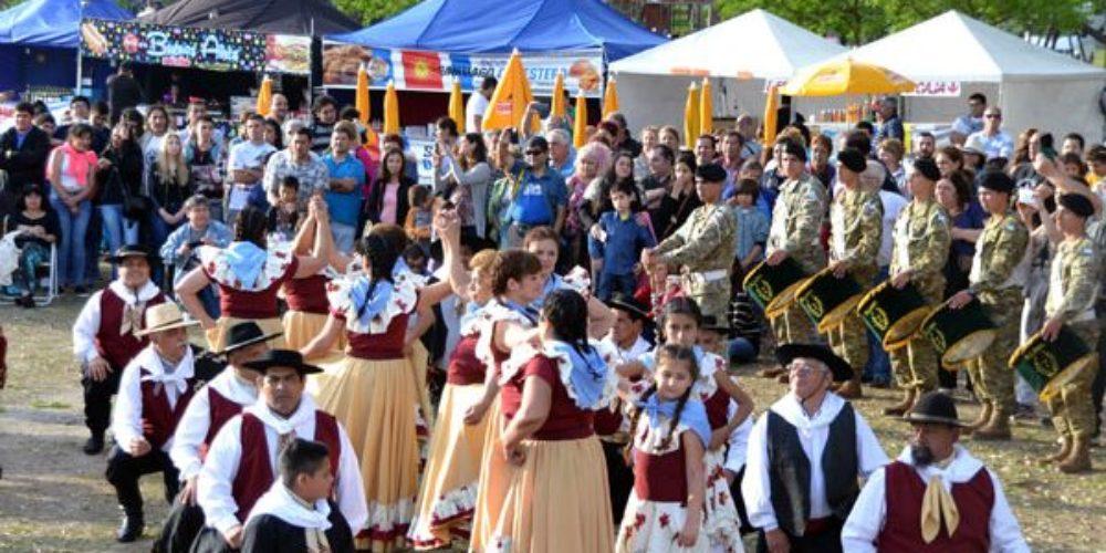 El conjunto de danzas Sembrando Raíces perteneciente a la Dirección de Cultura de la Municipalidad de Berisso